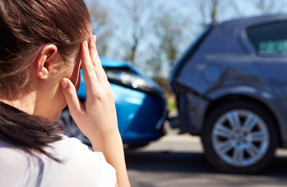 A claim adjuster assesses the damage and injury caused by car accidents.